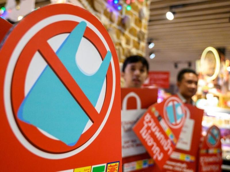 En Thaïlande, la guerre contre le plastique commence...